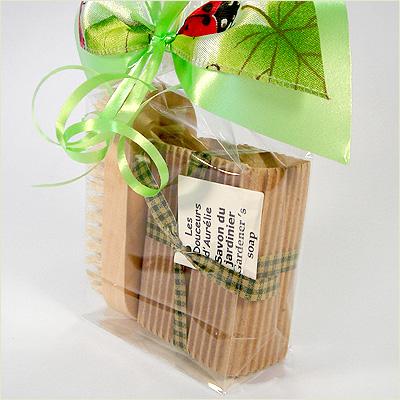 emballage cadeau avec savon du jardinier et brosse aur lie savonnerie artisanale. Black Bedroom Furniture Sets. Home Design Ideas