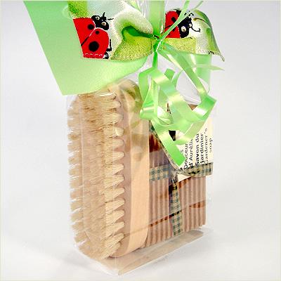 Emballage cadeau avec savon du jardinier et brosse - Cadeau pour jardinier ...